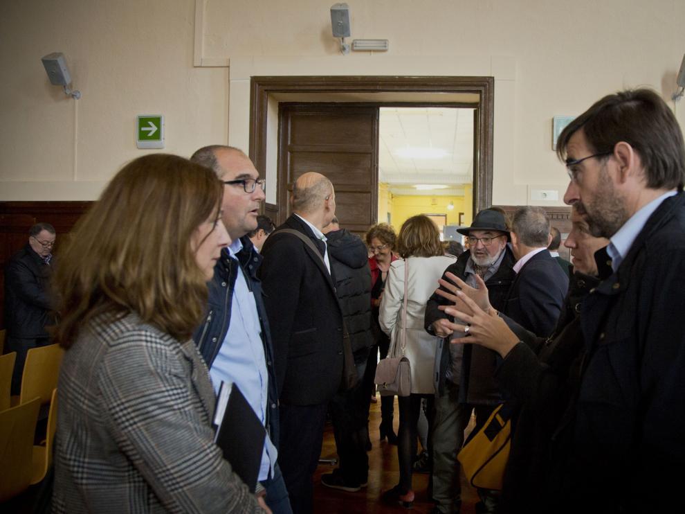 Asistentes al acto celebrado en el salón de actos del IES Leonardo de Chabacier de Calatayud.