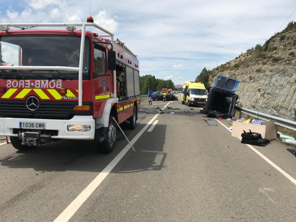 Una intervención de los bomberos del Alto Gállego en un accidente.