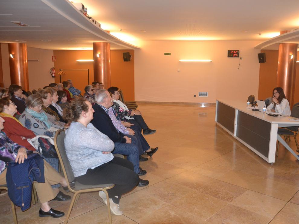 La trabajadora social Sonia Salvador durante su charla.
