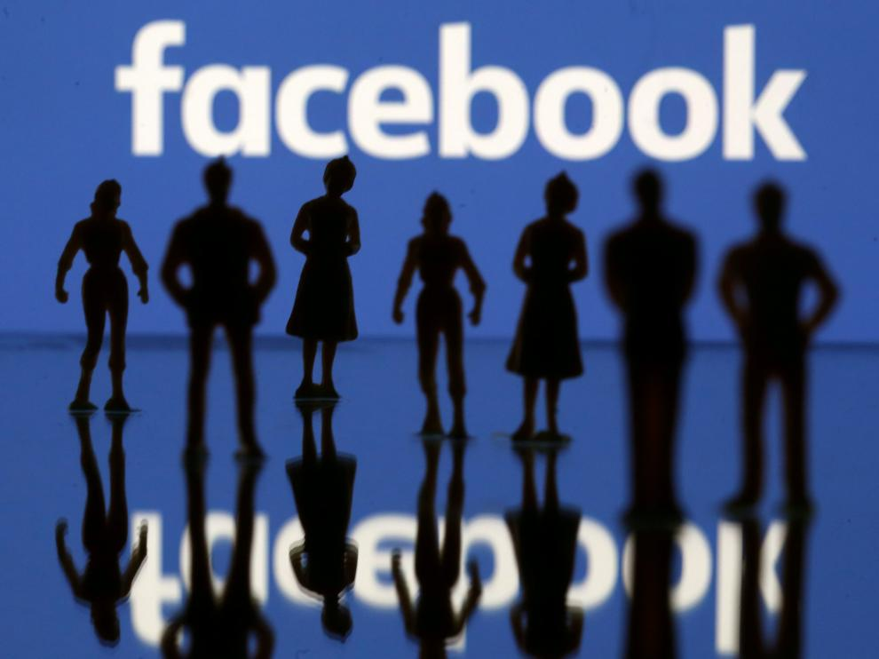 FILE PHOTO: Small toy figures are seen in front of Facebook logo in this illustration picture, April 8, 2019. REUTERS/Dado Ruvic//File Photo [[[REUTERS VOCENTO]]] FACEBOOK-CYBER