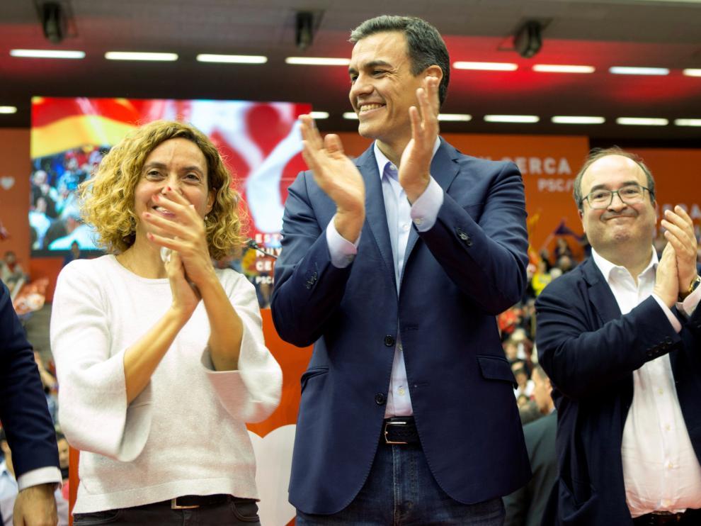 Pedro Sánchez, Meritxell Batet y Miquel Iceta en el mitin del PSOE en Barcelona.