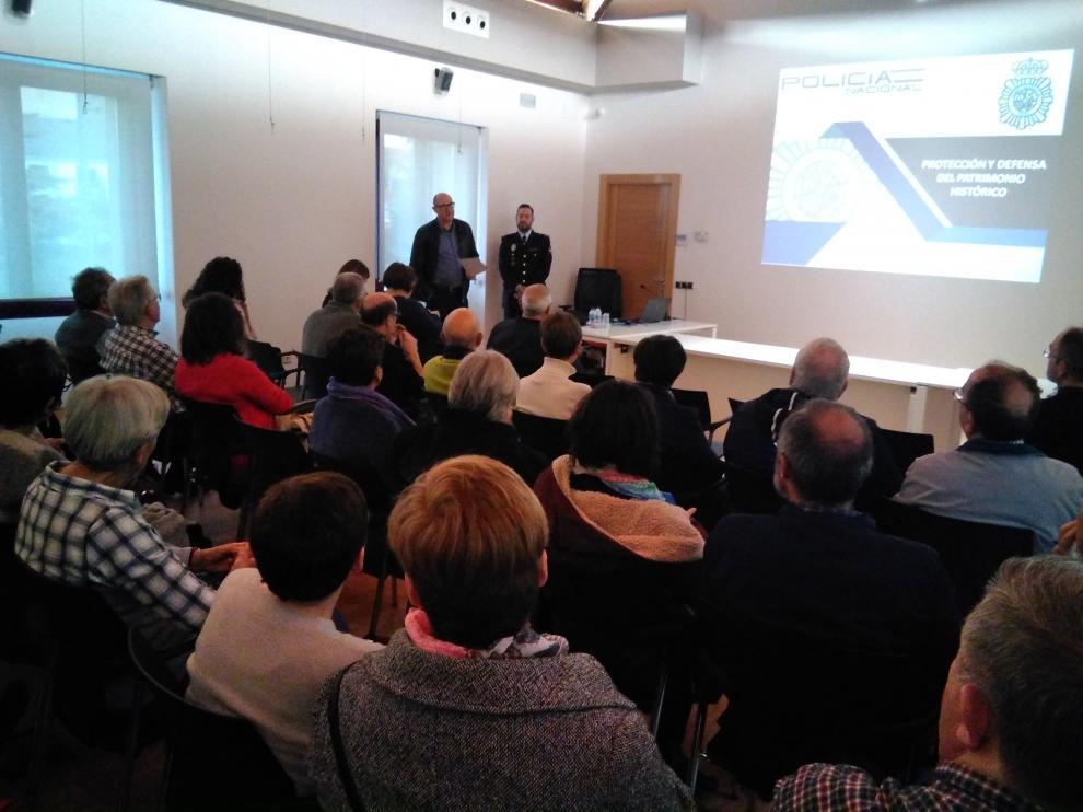 La charla se ha desarrollado en el salón de actos de la Comunidad de Regantes de Tarazona con la asistencia de decenas de personas.
