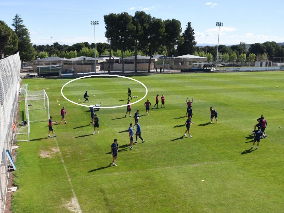 Cristian Álvarez, junto con el entrenador de porteros, Mikel Insausti, trabajó específicamente desde el inicio del entrenamiento de este viernes para verificar si está apto para viajar a Córdoba o no.
