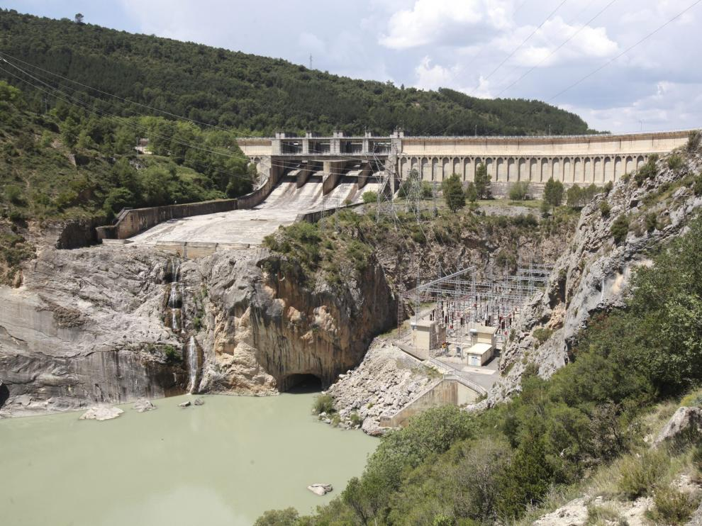 presa y central del pantano de mediano / foto Javier Blasco/ 12-5-14