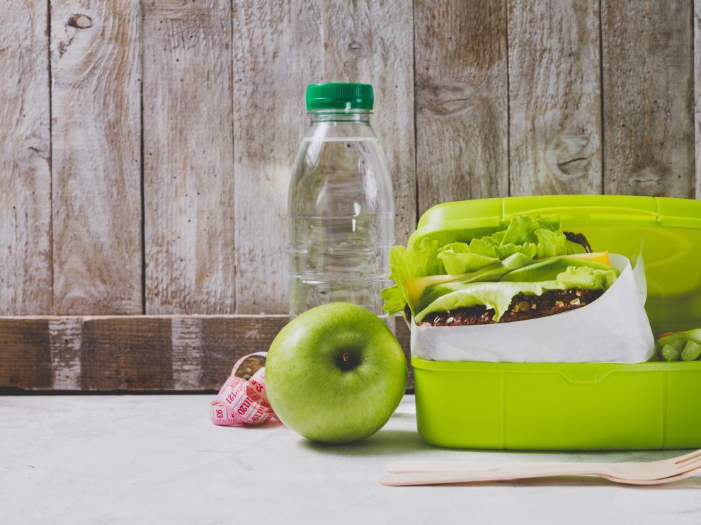 Seis de cada diez españoles comen fuera de casa, de los cuales cerca del 40% lo hacen en 'tupper'.