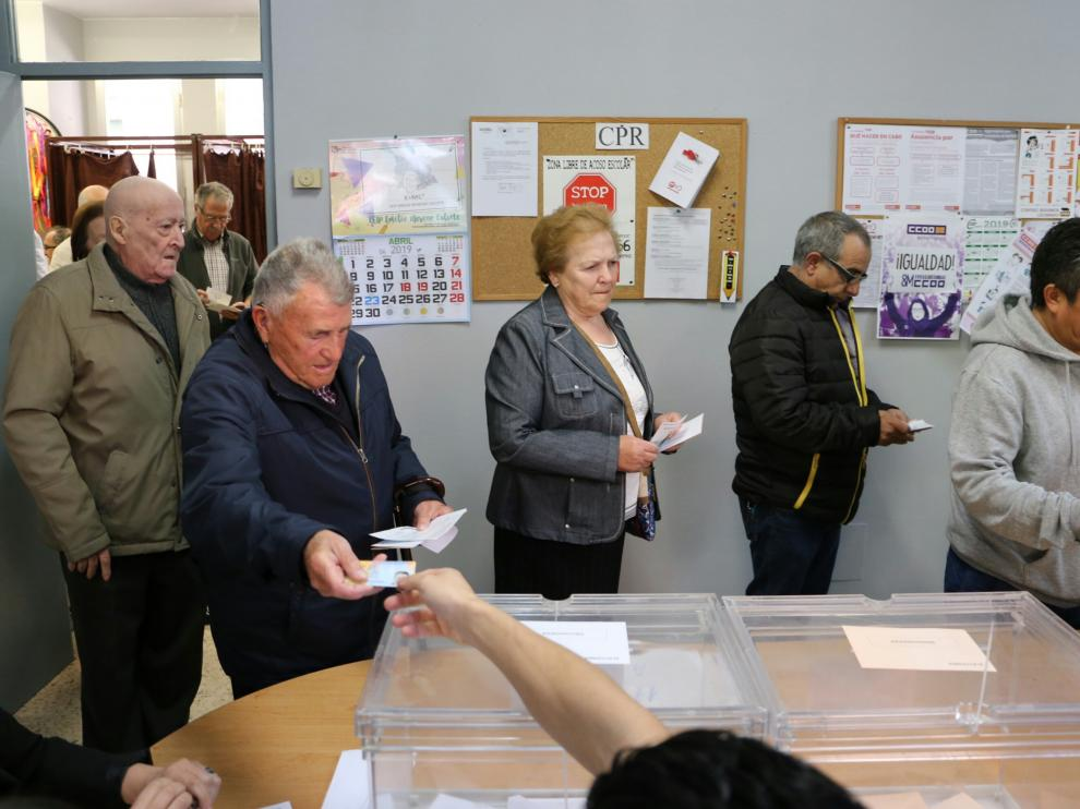 Imágenes de la jornada electoral en Aragón.