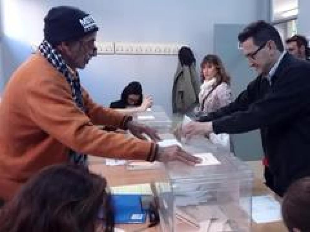 HeraldoTV ha acompañado a Paco Monteagudo a su colegio electoral, uno de los 3.000 discapacitados intelectuales de Aragón que este domingo con motivo de las elecciones generales vuelven a las urnas.