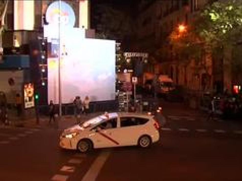Apenas una veintena de simpatizantes están en la calle Génova