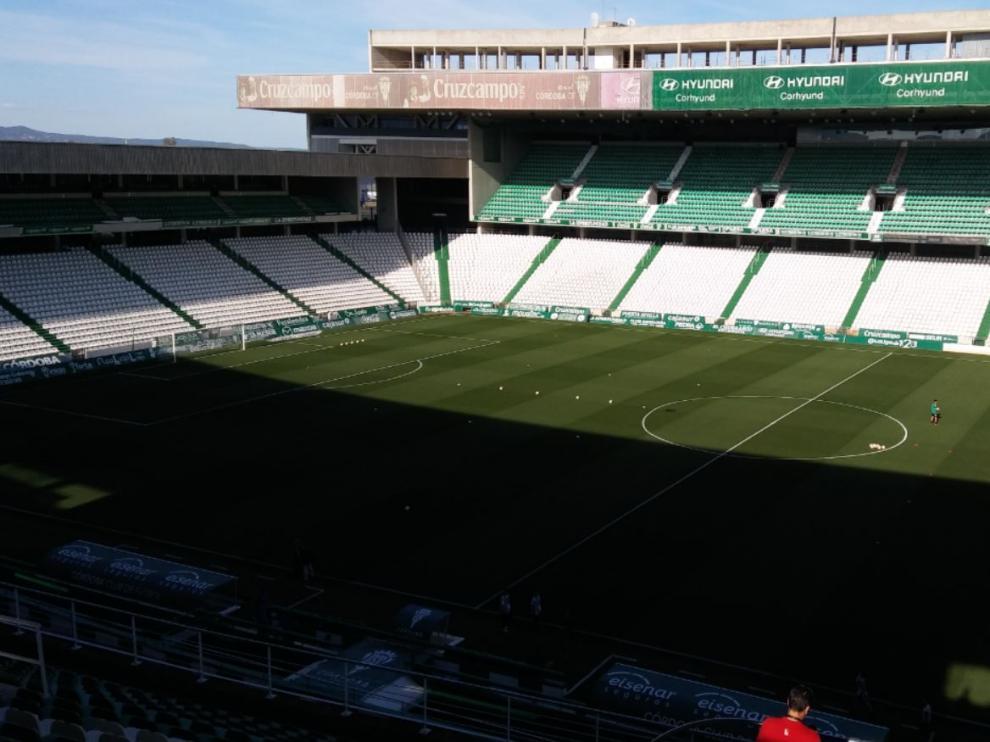 El estadio cordobés de El Arcángel, una hora y media antes del inicio del partido del Real Zaragoza.