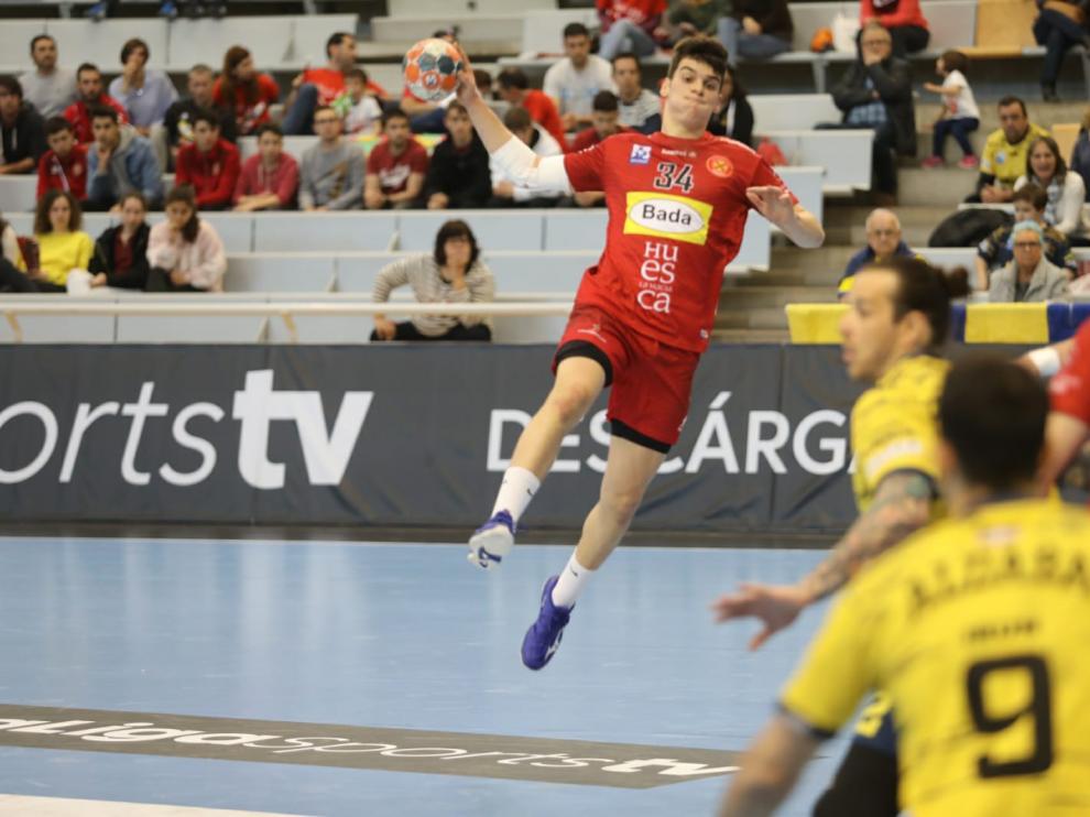 El canterano del Bada Huesca Miguel Malo, durante el partido con el Bidasoa.