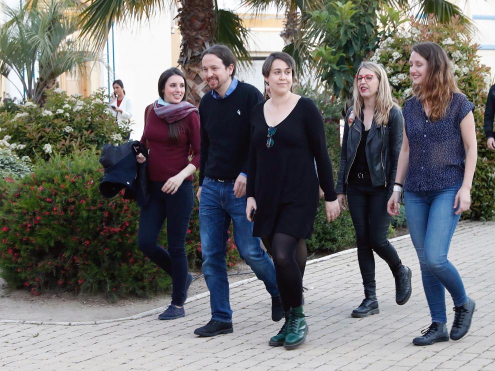 Irene Montero y Pablo Iglesias a su llegada al Hotel Goya de Madrid para seguir el escrutinio.