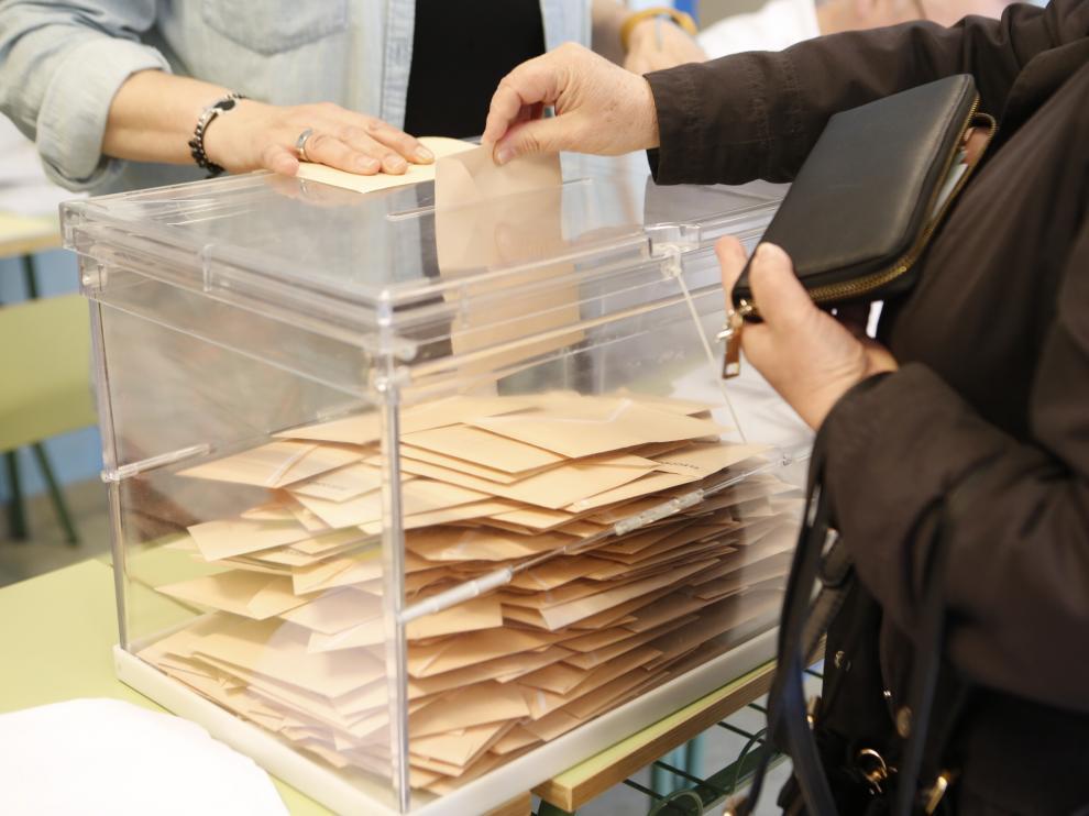 Imágenes de la votación para las Elecciones Generales en la Comunidad