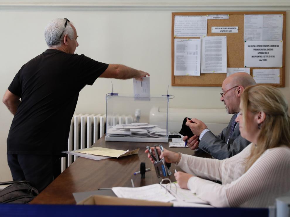 Los españoles acuden a las urnas a votar en las Elecciones Generales