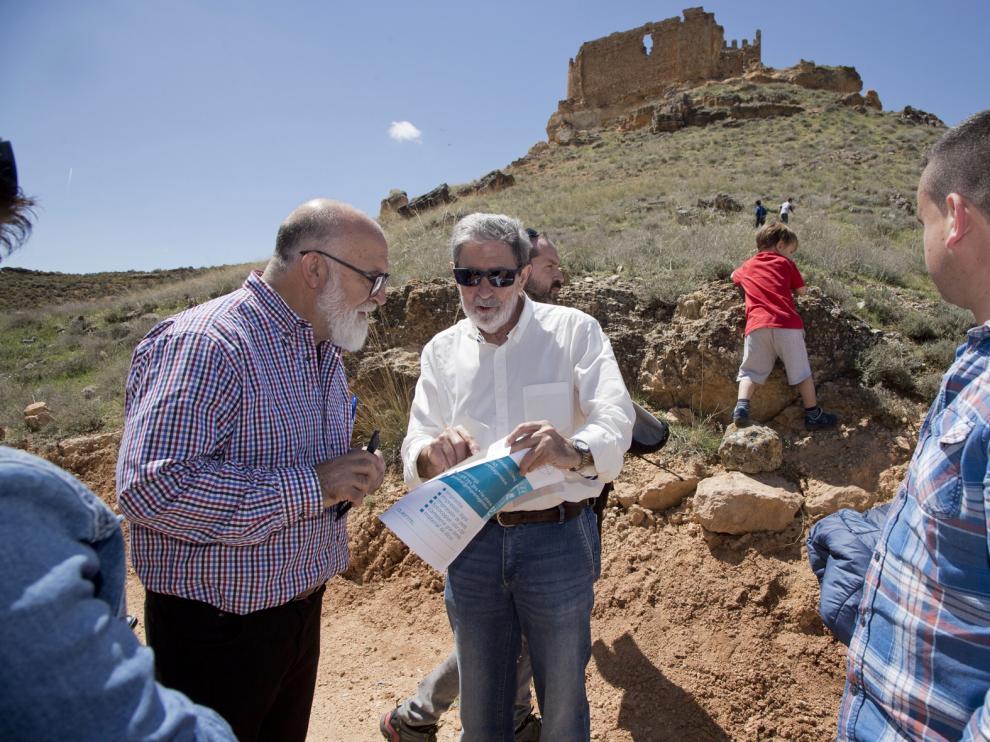 Los participantes del Congreso visitaron la ermita de Nuestra Señora de la Torre, al pie de la fortaleza castellana de Martín González. Entre ambas está hoy la frontera entre Aragón y Castilla.