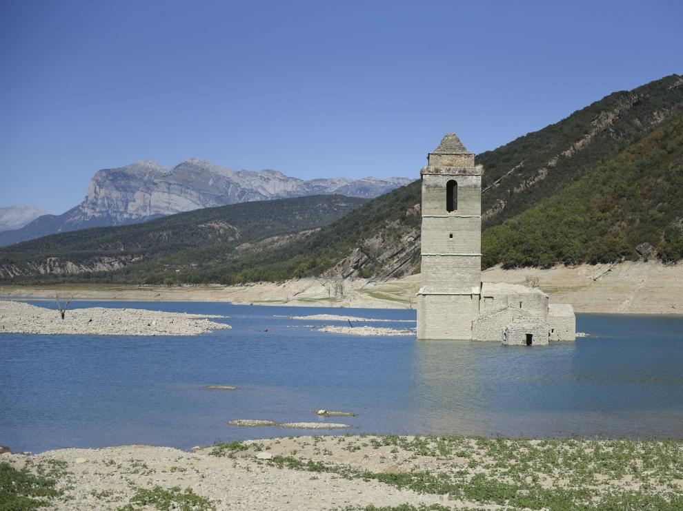 La torre de la iglesia de Mediano es del siglo XVII y está catalogada como Bien de Interés Cultural.