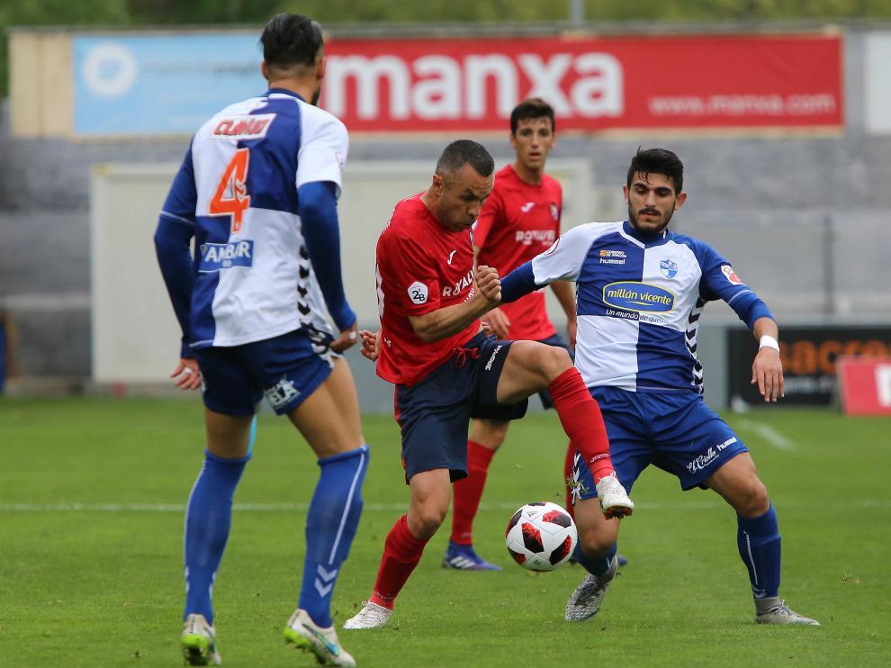 Un lance del partido jugado entre el Olot y el Ebro.