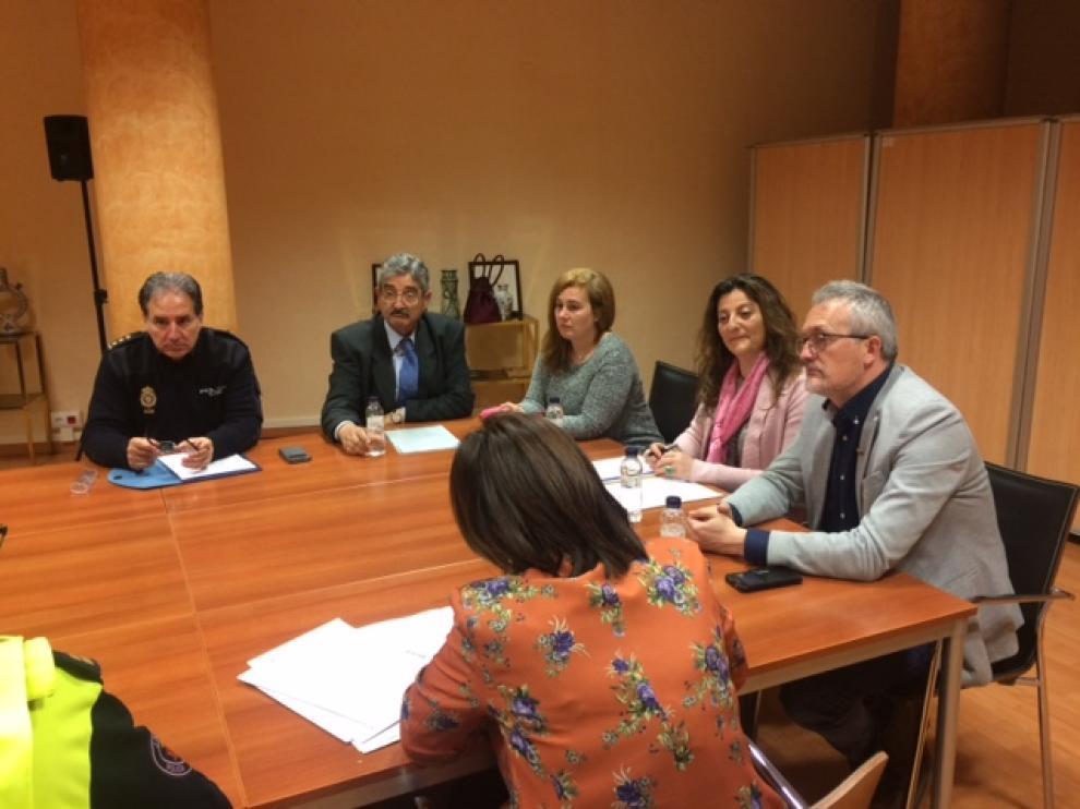 El Ayuntamiento de Jaca ha pasado esta foto de la reunión, pero se podría poner una del viernes de mayo que se vea gente.