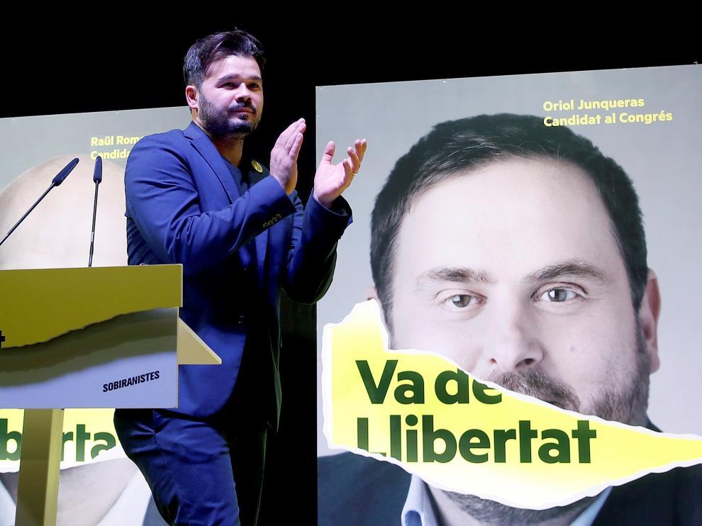 El candidato de ERC al Congreso de los Diputados, Gabriel Rufián, celebra los resultados de su partido.