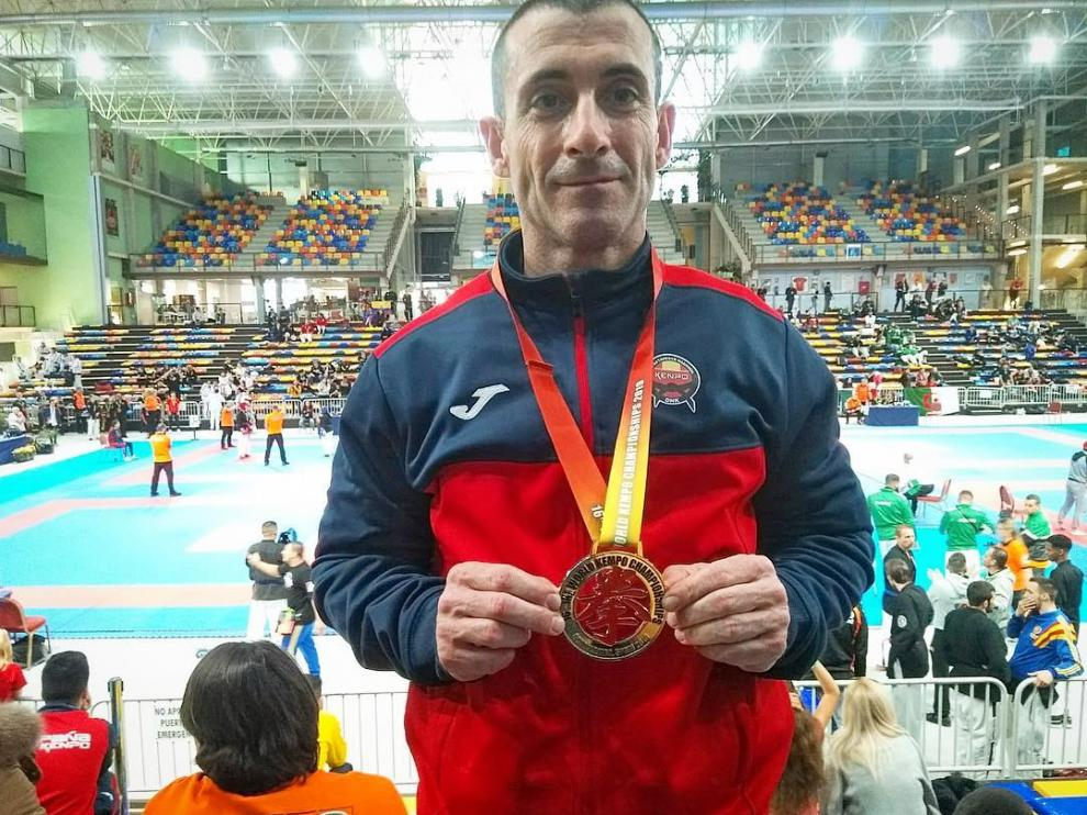 El deportista y entrenador de kenpo en Pedrola, Iñaki Abad, plata en el Mundial de Guadalajara