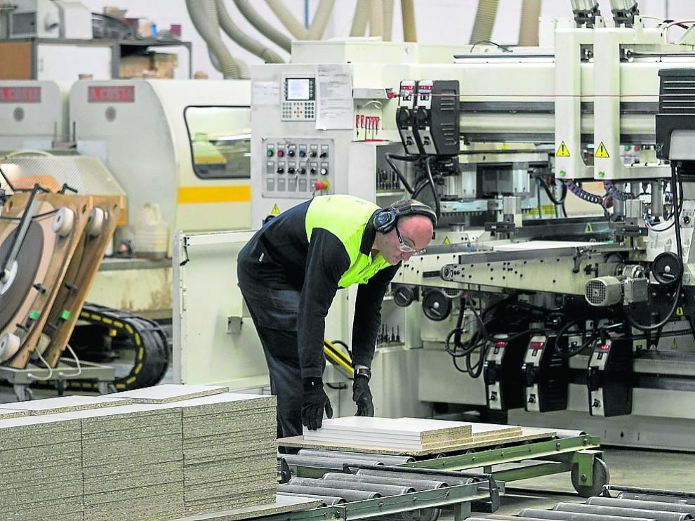 Un operario trabajando en las instalaciones de Salgar, que celebró su 75 aniversario en 2018.