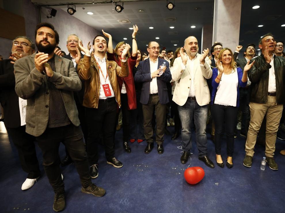 Los socialistas aragoneses celebrando su victoria en las elecciones generales.