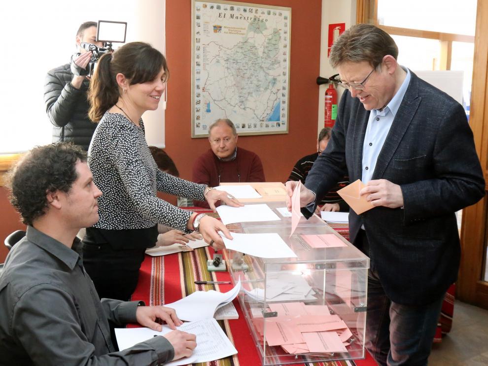 Ximo Puig, ejerciendo su derecho a voto este domingo.