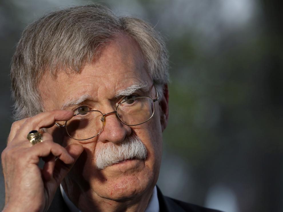 """El asesor de Seguridad Nacional de la Casa Blanca, John Bolton, instó este martes a las Fuerzas Armadas de Venezuela a defender """"las instituciones legítimas contra la usurpación de la democracia"""""""
