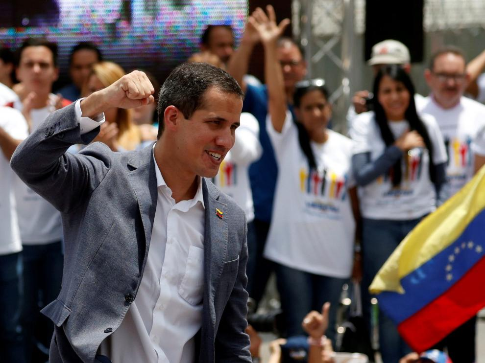 FILE PHOTO: Venezuelan opposition leader Juan Guaido, who many nations have recognised as the country's rightful interim ruler, gestures during a swearing-in ceremony for supporters in Caracas, Venezuela April 27, 2019. REUTERS/Carlos Garcia Rawlins/File Photo [[[REUTERS VOCENTO]]] VENEZUELA-POLITICS/