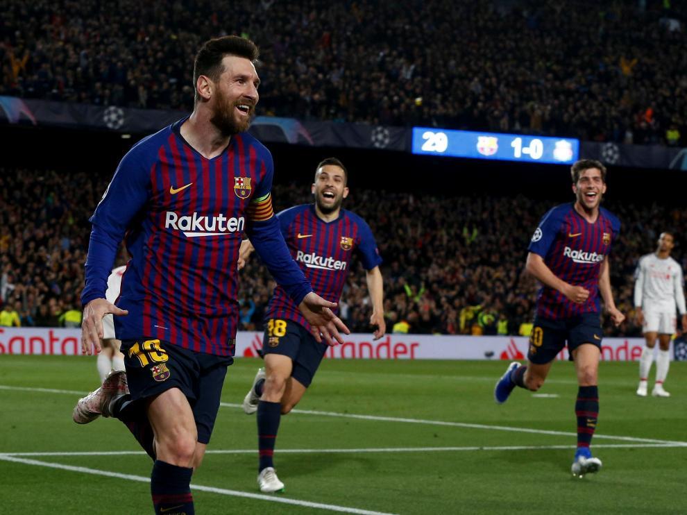 GRAF1715. BARCELONA, 01/05/2019.- El delantero argentino del FC Barcelona Leo Messi (i) celebra su gol, segundo del equipo ante el Liverpool, durante el partido de ida de las semifinales de la Liga de Campeones que FC Barcelona y Liverpool disputan esta noche en el Camp Nou, en Barcelona. EFE/Enric Fontcuberta BARCELONA - LIVERPOOL