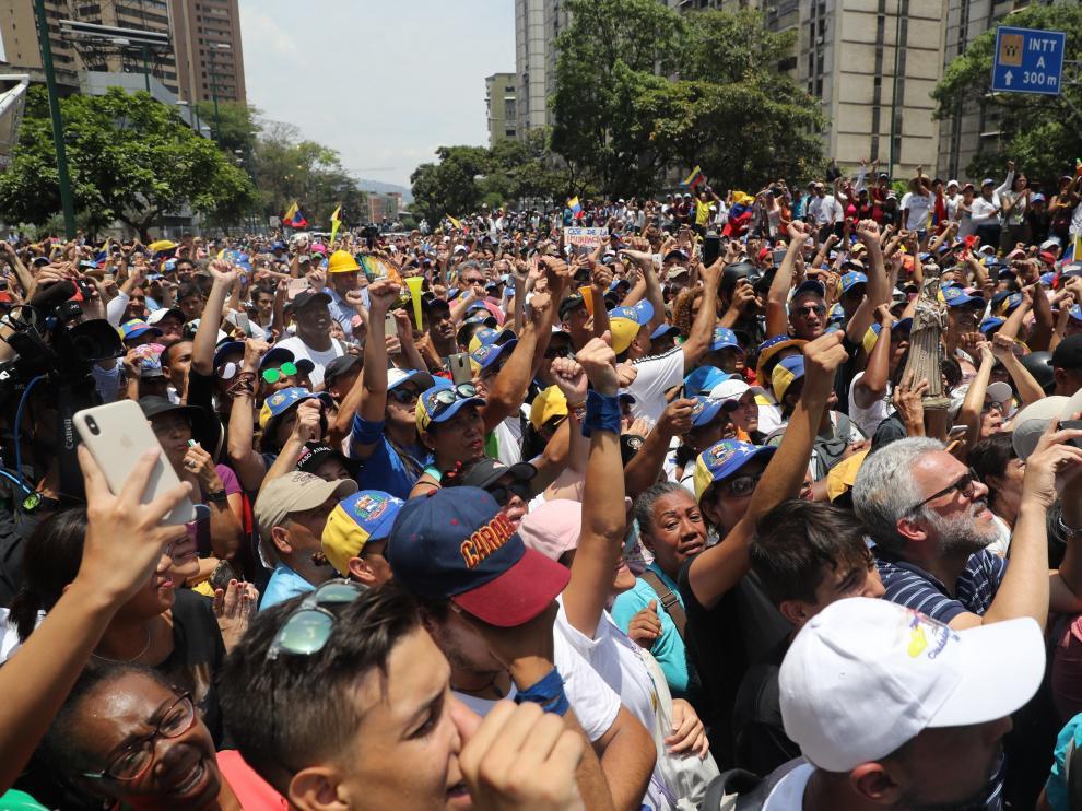 Miles de venezolanos salen a la calle para apoyar a Guaidó