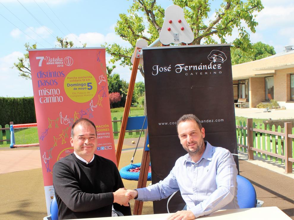 Luis Martínez, presidente de Aspace Huesca, y Alberto Fernández, de la empresa.