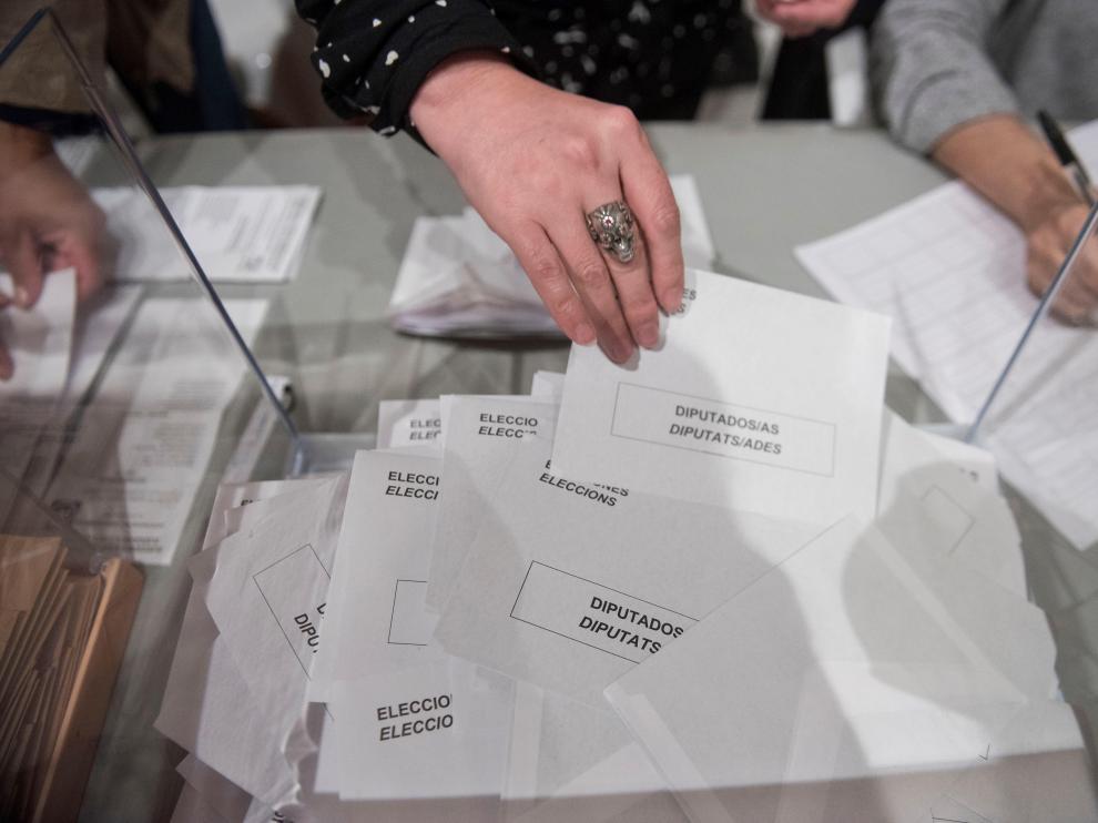 Los españoles han votado por la centralidad y la moderación.