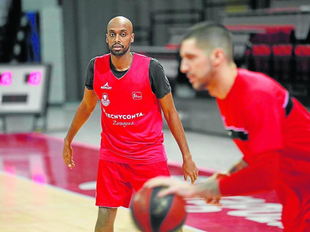 Berhanemeskel y Nacho Martín, en un entrenamiento del Tecnyconta Zaragoza