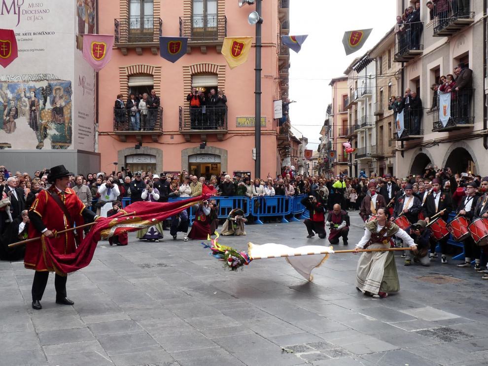 Jaca vence la batalla a la lluvia y celebra el Primer Viernes De Mayo con mucho público.