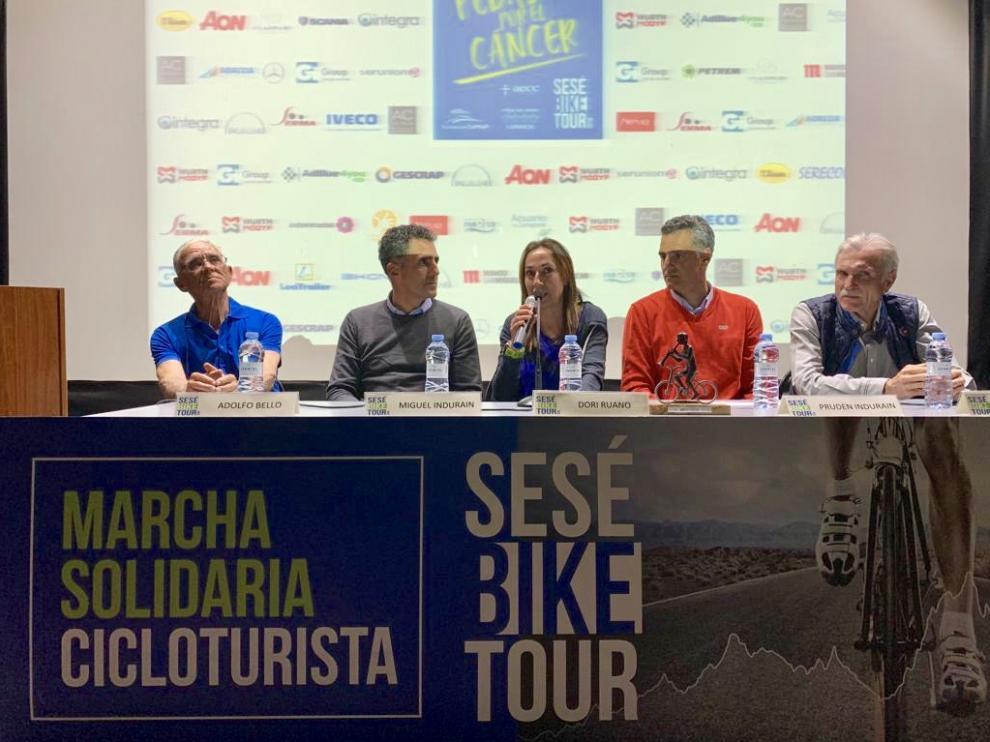 Adolfo Bello, Miguel Induráin, Dori Ruano, Pruden Induráin y Javier Moracho, ayer en la charla 'Visiones del ciclismo'