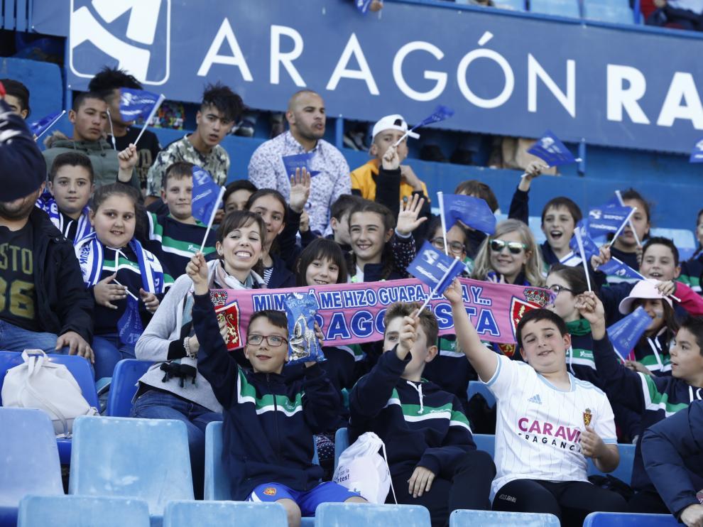 Imágenes de la afición zaragocista en el partido del Real Zaragoza contra el Deportivo, este sábado, en La Romareda.