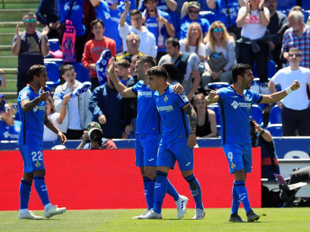 Los jugadores del Getafe celebran su segundo gol sobre el Girona.