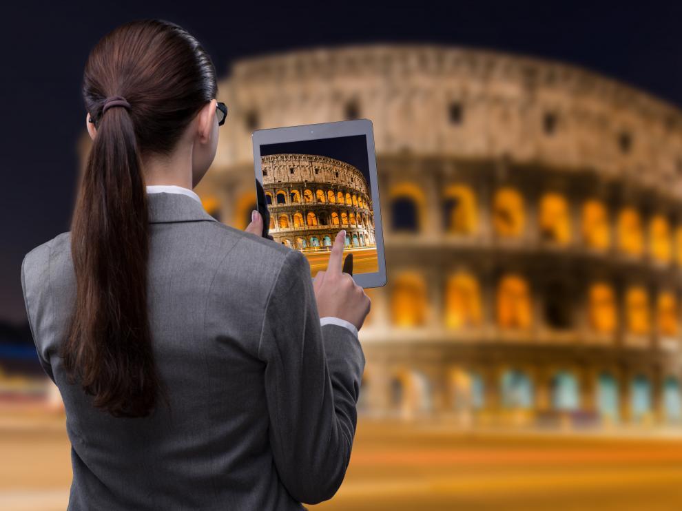 El mundo virtual y real, unidos en una única experiencia que integra contenidos digitales en entornos reales.