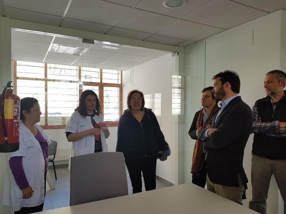 La consejera de Sanidad ha visitado este lunes el local donde se ubicará la nueva Unidad de Fisioterapia.