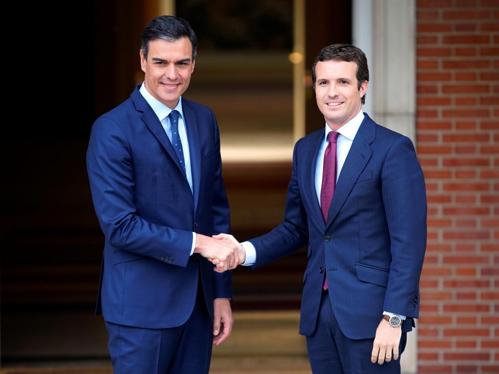 Spain's acting Prime Minister Pedro Sanchez greets People's Party (PP) leader Pablo Casado at the Moncloa Palace in Madrid, Spain, May 6, 2019. REUTERS/Juan Medina [[[REUTERS VOCENTO]]] SPAIN-POLITICS/