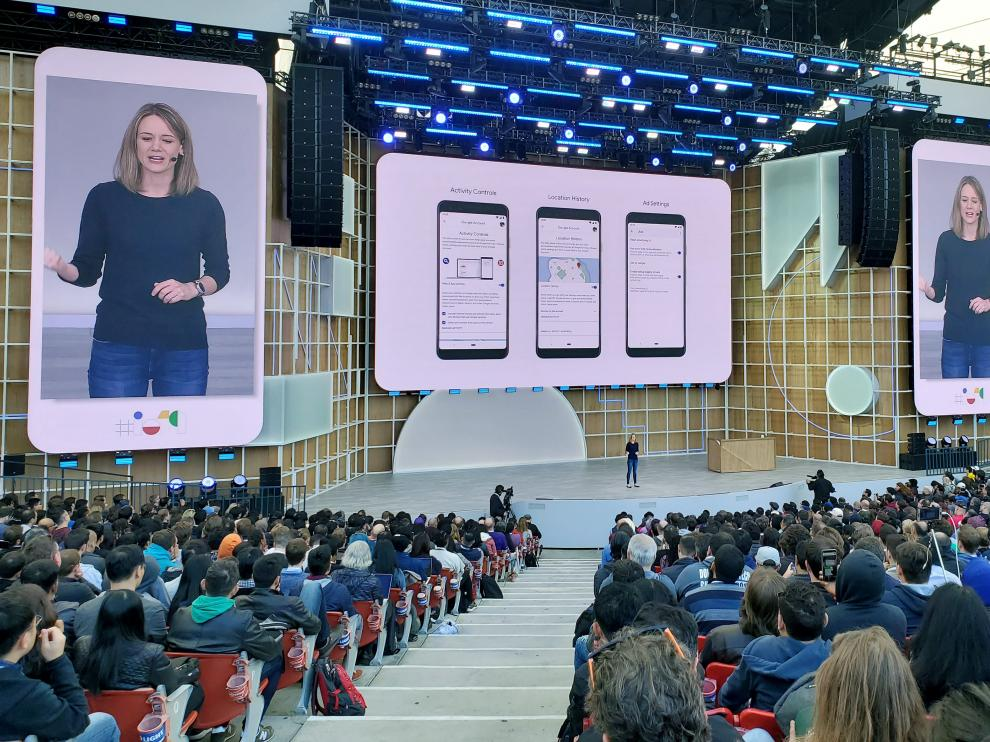 Stephanie Cuthbertson, senior director of Android at Google, discusses the mobile operating system during the Google I/O developers conference in Mountain View, California, U.S. May 7, 2019.  REUTERS/Paresh Dave [[[REUTERS VOCENTO]]] ALPHABET-GOOGLE/DEVELOPERS