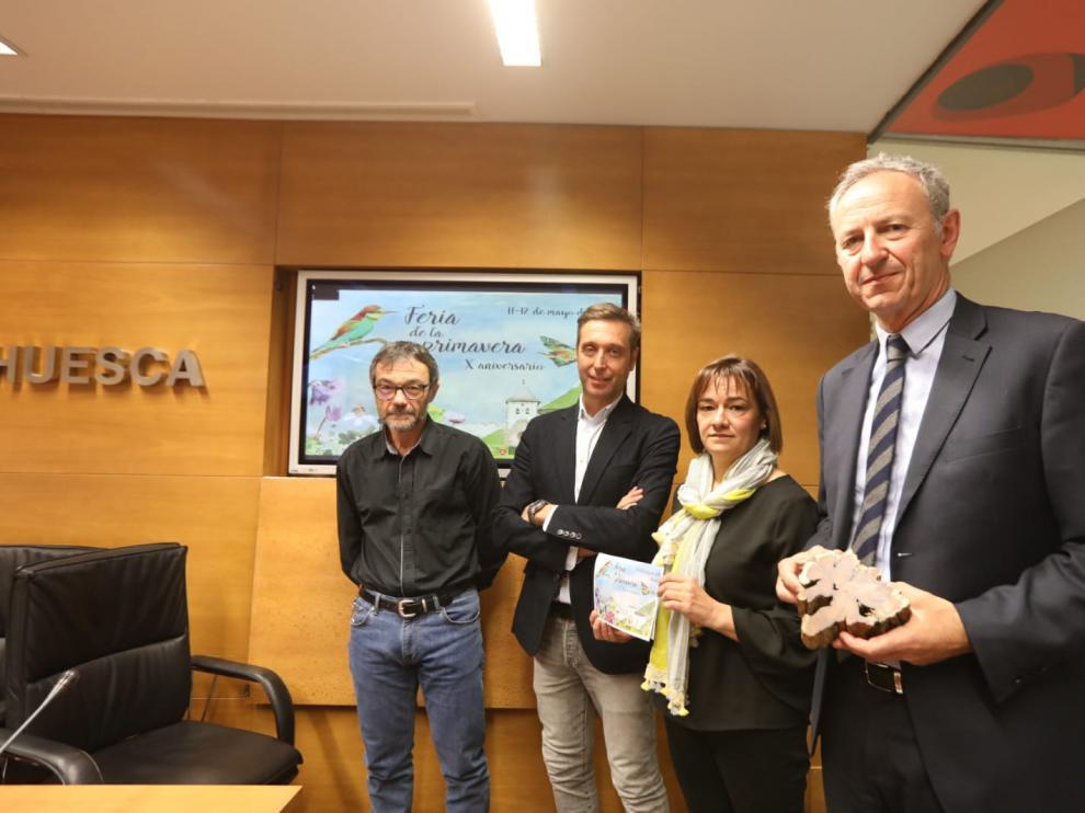 De izquierda a derecha, Miguel Ortega, Javier Betorz, Nuria Pargada y Luis Estaún, en la presentación del programa.