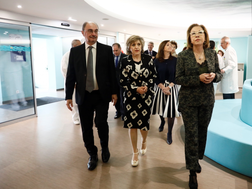 Lambán, Carcedo y Pilar Ventura, en el hospital Materno Infantil.