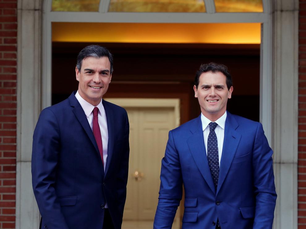 l presidente del Gobierno en funciones, Pedro Sánchez, recibe en la Moncloa al líder de Ciudadanos, Albert Rivera, con el que continúa este martes su ronda de contactos