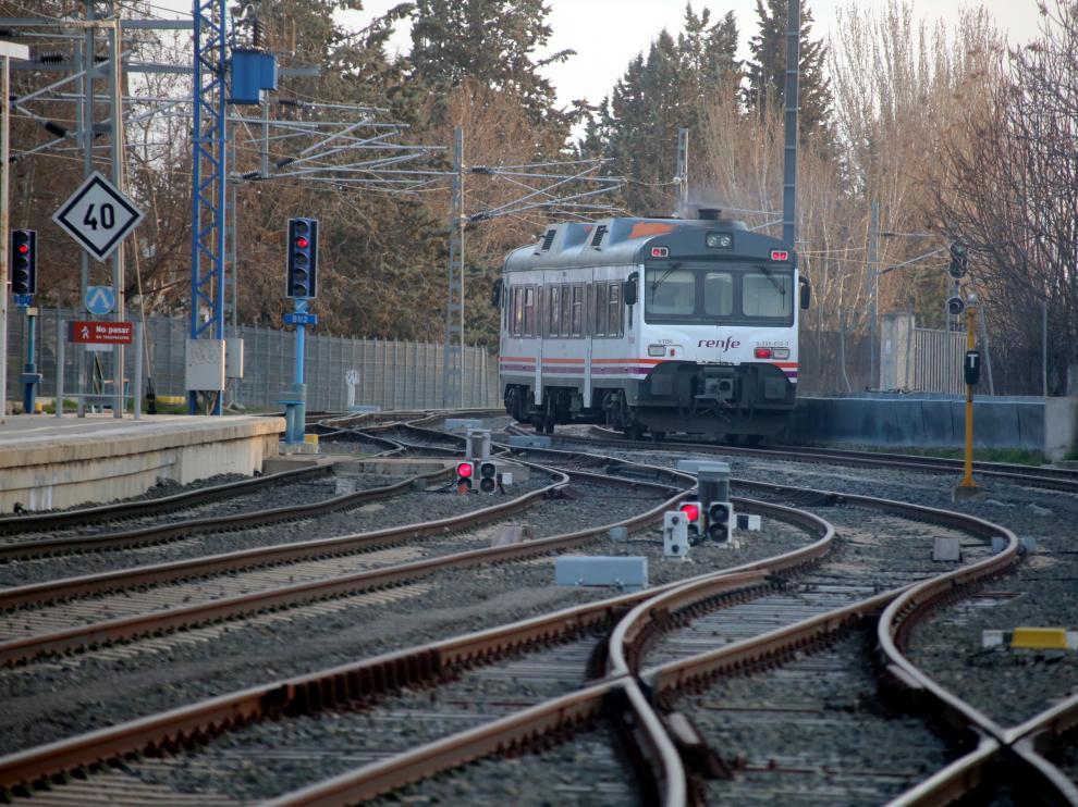 Un tren 'tamagotchi', en la línea de Canfranc.