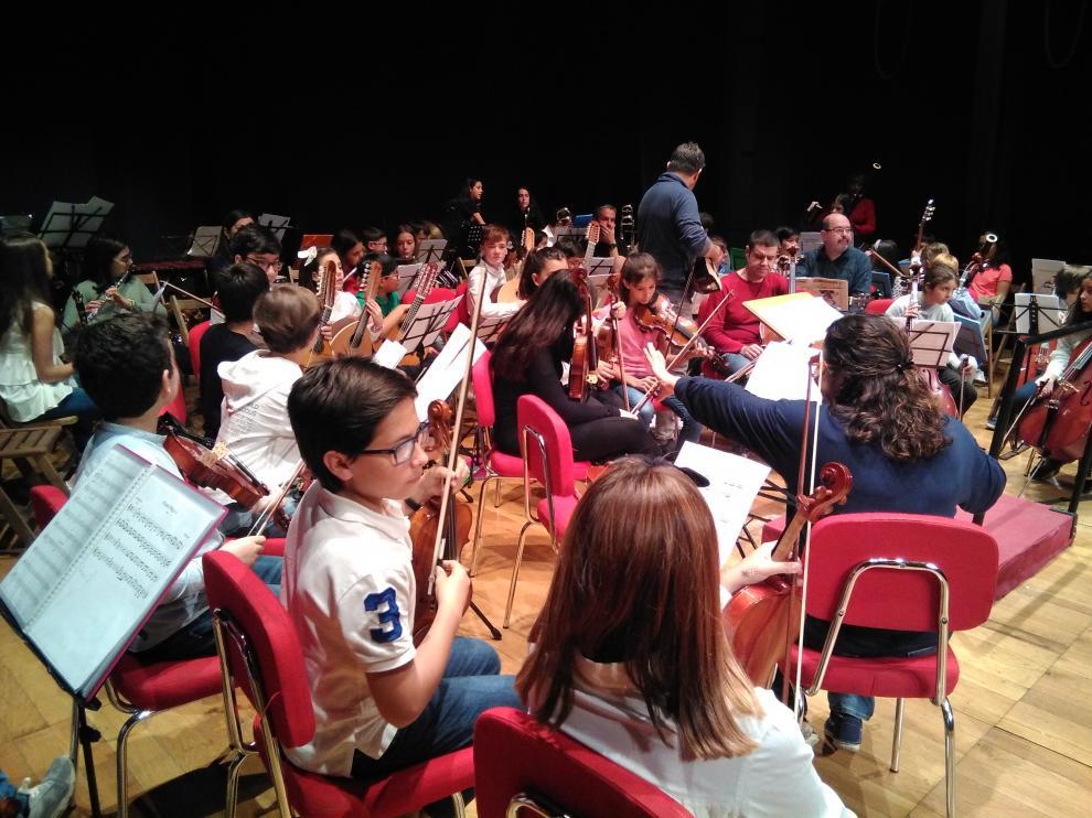 El escenario del teatro turiasonense se ha llenado de jóvenes músicos.