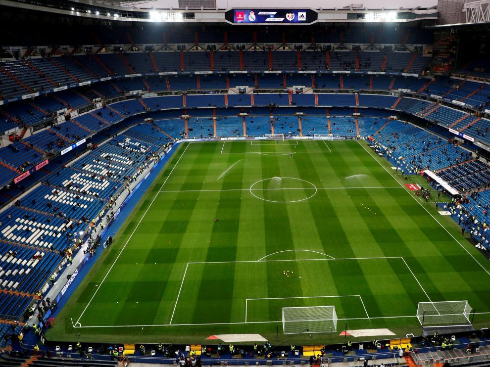FILE PHOTO: Soccer Football - La Liga Santander - Real Madrid v Rayo Vallecano - Santiago Bernabeu, Madrid, Spain - December 15, 2018  General view inside the stadium before the match   REUTERS/Juan Medina/File Photo [[[REUTERS VOCENTO]]] SOCCER-SPAIN/MADRID-STADIUM