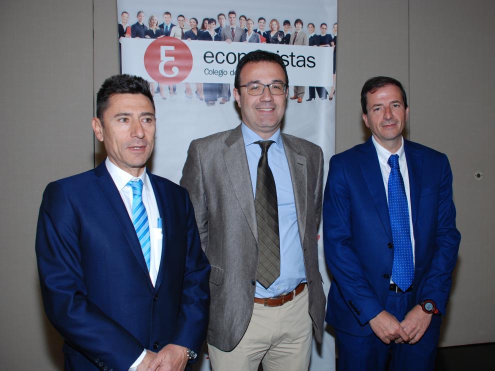 Luis del Amo, Arturo Hernández y Ruben Gimeno, miembros del Reaf, en Zaragoza.