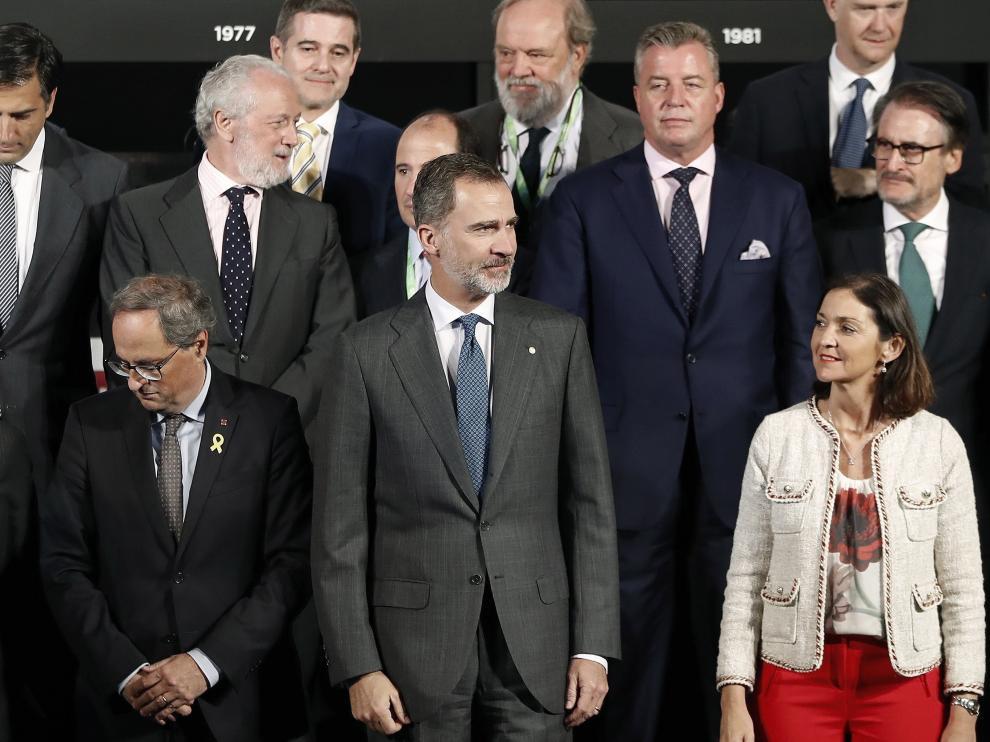 El rey Felipe VI y Quim Torra, junto a Reyes Maroto, en la inauguración de la edición del centenario del Automobile.