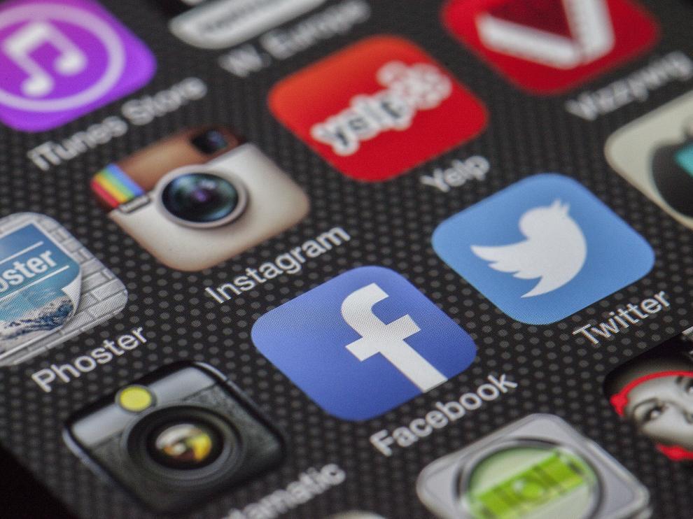 Por detrás de Instagram, Snapchat, pisándole los talones, y, acortando distancias: Facebook